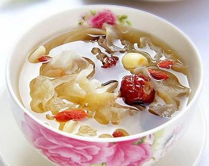 1,瘦肉莲子汤百合:莲子:蜜枣半斤材料:药物一两,食物五钱,百合四枚黄豆酱做菜的使用技巧图片